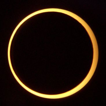 800px-Annular_Eclipse._Taken_from_Middlegate,_Nevada_on_May_20,_2012